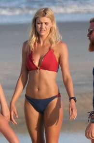 kelly-rohrbach-alexandra-daddario-wearing-bikinis-on-the-set-of-baywatch-10
