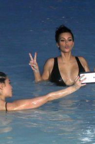 kim-kardashian-big-cleavage-in-swimsuit-in-iceland-11