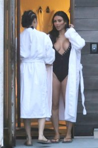kim-kardashian-big-cleavage-in-swimsuit-in-iceland-17
