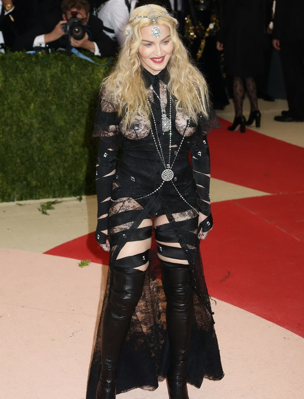 madonna-nipple-tape-at-costume-institute-gala-nyc-09
