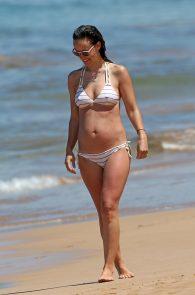 olivia-wilde-wet-nipples-in-bikini-while-in-maui-04