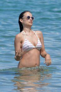 olivia-wilde-wet-nipples-in-bikini-while-in-maui-09