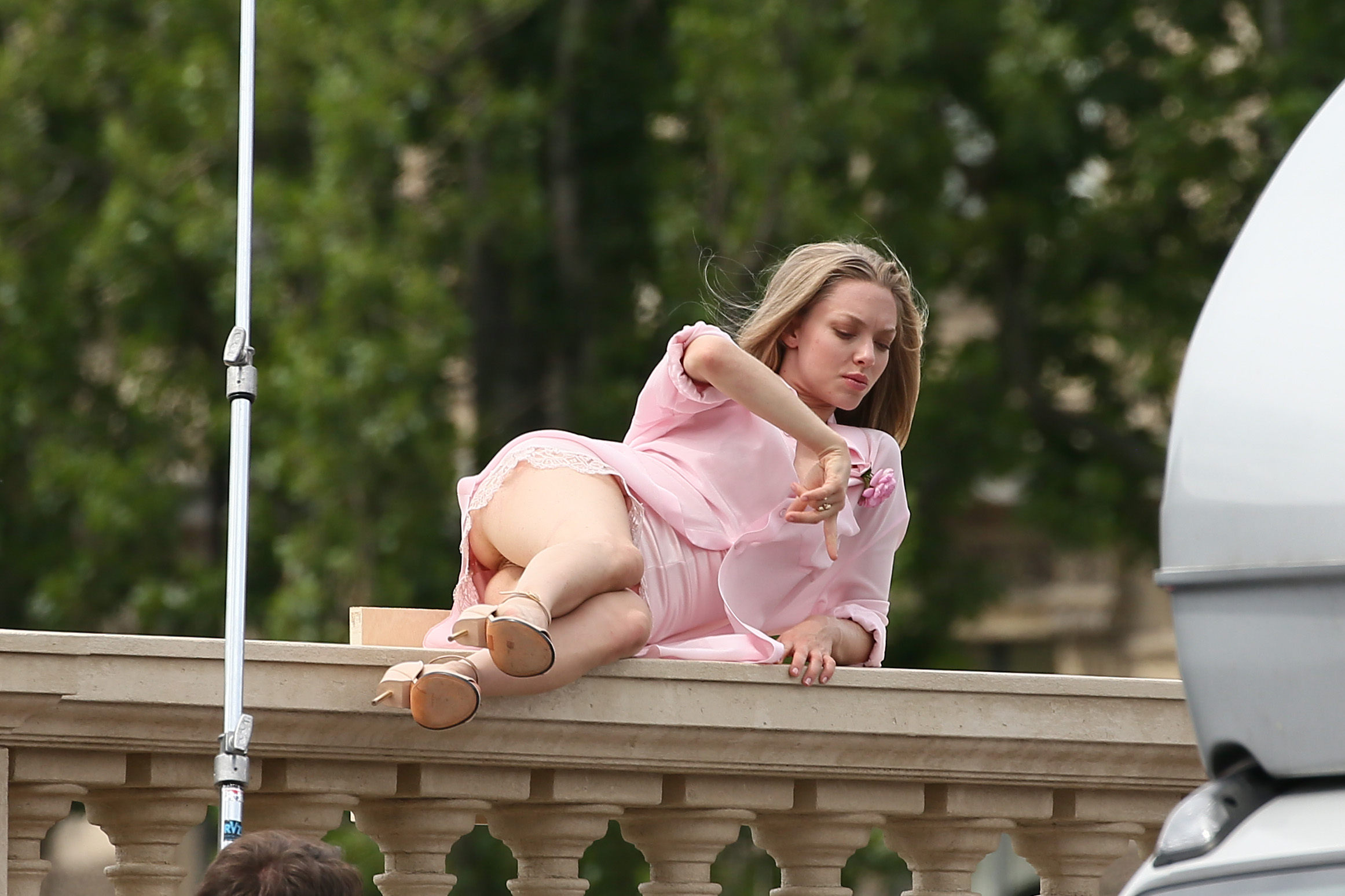 Amanda Adrienne Nude amanda-seyfried-pantyless-photoshoot-in-paris-09 | celebrity