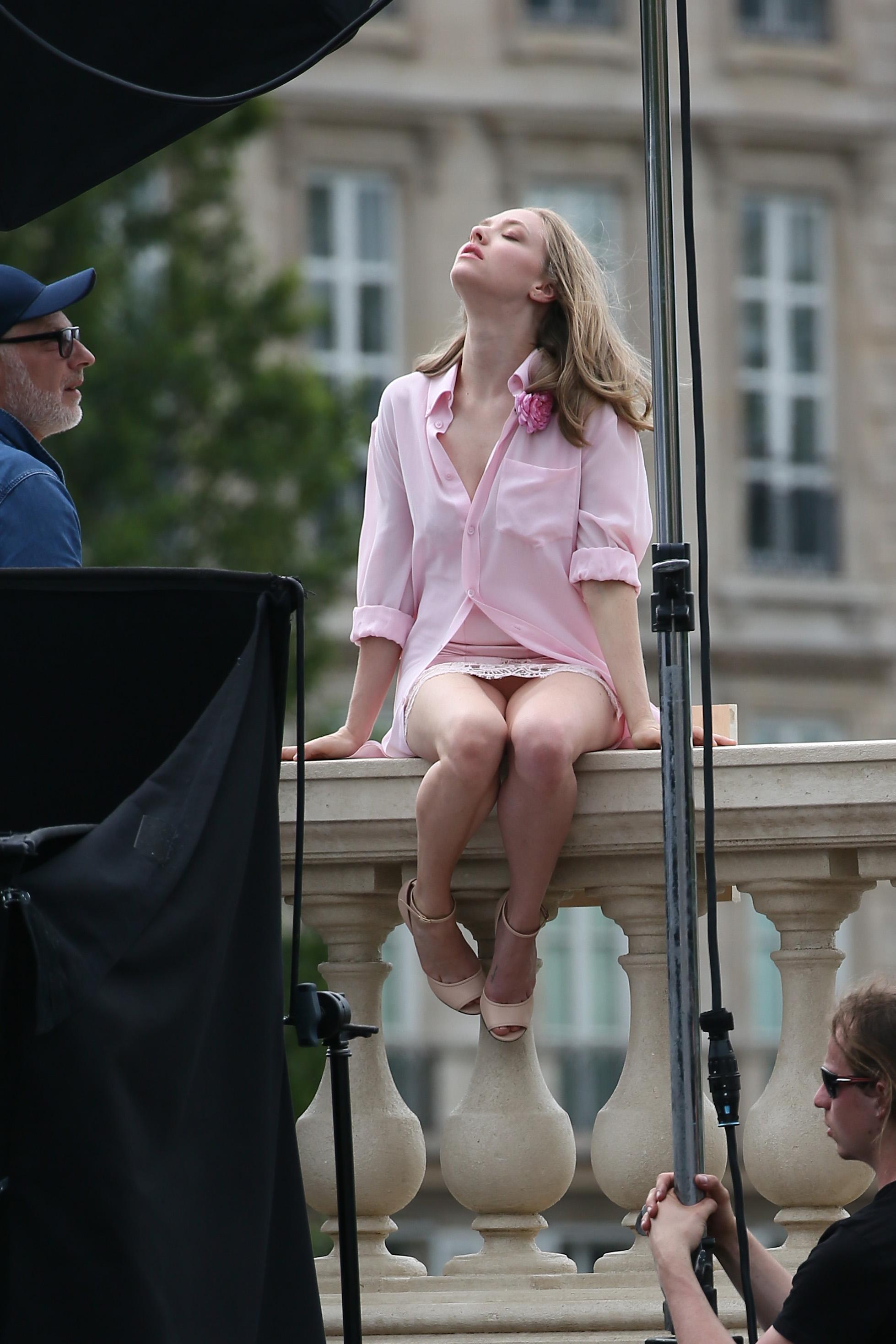 Amanda Adrienne Nude amanda-seyfried-pantyless-photoshoot-in-paris-28 | celebrity