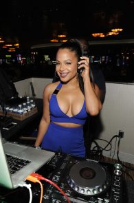 christina-milian-deep-cleavage-at-foxwoods-resort-casino-07