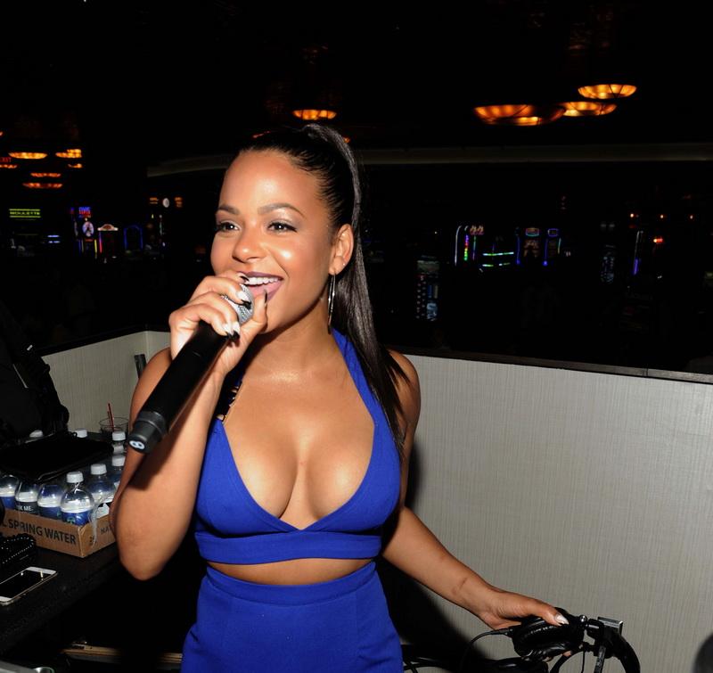 christina-milian-deep-cleavage-at-foxwoods-resort-casino-12