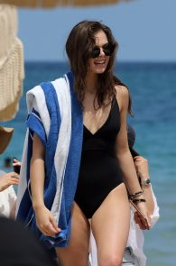 hailee-steinfeld-wearing-a-black-swimsuit-in-miami-05