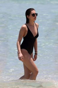 hailee-steinfeld-wearing-a-black-swimsuit-in-miami-08