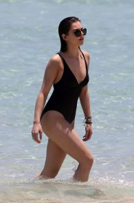 hailee-steinfeld-wearing-a-black-swimsuit-in-miami-09