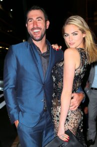 kate-upton-possible-pussy-lip-birthday-at-the-blond-16