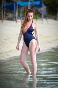 lindsay-lohan-wearing-a-swimsuit-in-mauritius-04