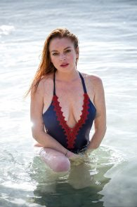 lindsay-lohan-wearing-a-swimsuit-in-mauritius-06