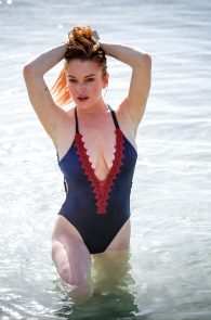 lindsay-lohan-wearing-a-swimsuit-in-mauritius-12