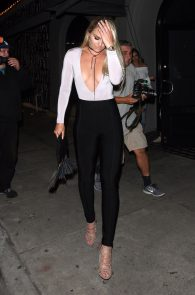 lindsey-vonn-deep-cleavage-and-ass-shot-in-hollywood-11