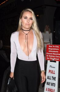 lindsey-vonn-deep-cleavage-and-ass-shot-in-hollywood-18