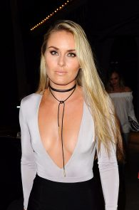 lindsey-vonn-deep-cleavage-and-ass-shot-in-hollywood-22