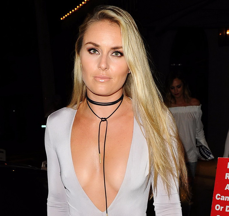 lindsey-vonn-deep-cleavage-and-ass-shot-in-hollywood-28