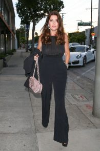 lisa-vanderpump-braless-see-through-top-at-craigs-03