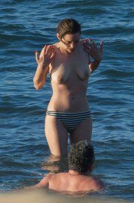 marion-cotillard-topless-on-fuerteventura-island-01