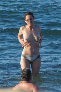 marion-cotillard-topless-on-fuerteventura-island-03