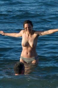marion-cotillard-topless-on-fuerteventura-island-04