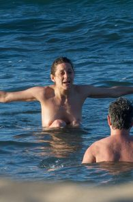 marion-cotillard-topless-on-fuerteventura-island-05