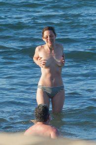 marion-cotillard-topless-on-fuerteventura-island-10