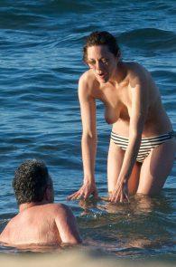 marion-cotillard-topless-on-fuerteventura-island-12