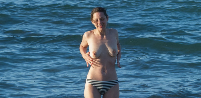 marion-cotillard-topless-on-fuerteventura-island-17