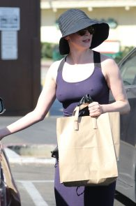 rose-mcgowan-braless-hard-nipples-while-out-shopping-03