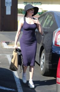 rose-mcgowan-braless-hard-nipples-while-out-shopping-04