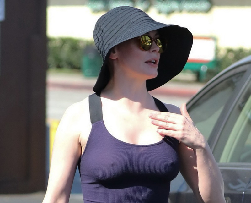 rose-mcgowan-braless-hard-nipples-while-out-shopping-13