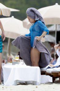 shakira-ass-in-bikini-on-the-beach-in-ibiza-04
