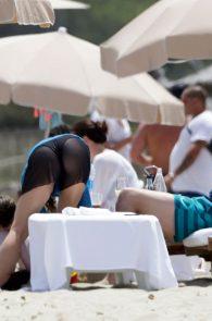 shakira-ass-in-bikini-on-the-beach-in-ibiza-11