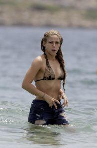 shakira-ass-in-bikini-on-the-beach-in-ibiza-24