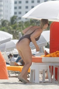 bianca-elouise-thong-bikini-pokies-in-miami-01