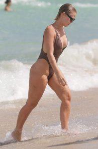 bianca-elouise-thong-bikini-pokies-in-miami-03
