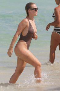 bianca-elouise-thong-bikini-pokies-in-miami-08