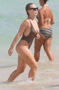 bianca-elouise-thong-bikini-pokies-in-miami-12