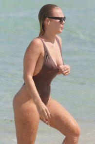 bianca-elouise-thong-bikini-pokies-in-miami-16