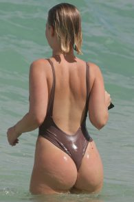 bianca-elouise-thong-bikini-pokies-in-miami-19