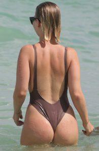 bianca-elouise-thong-bikini-pokies-in-miami-20