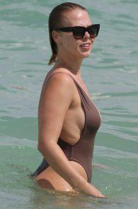 bianca-elouise-thong-bikini-pokies-in-miami-21