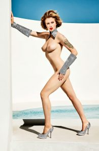 ireland-baldwin-topless-in-treats-magazine-08