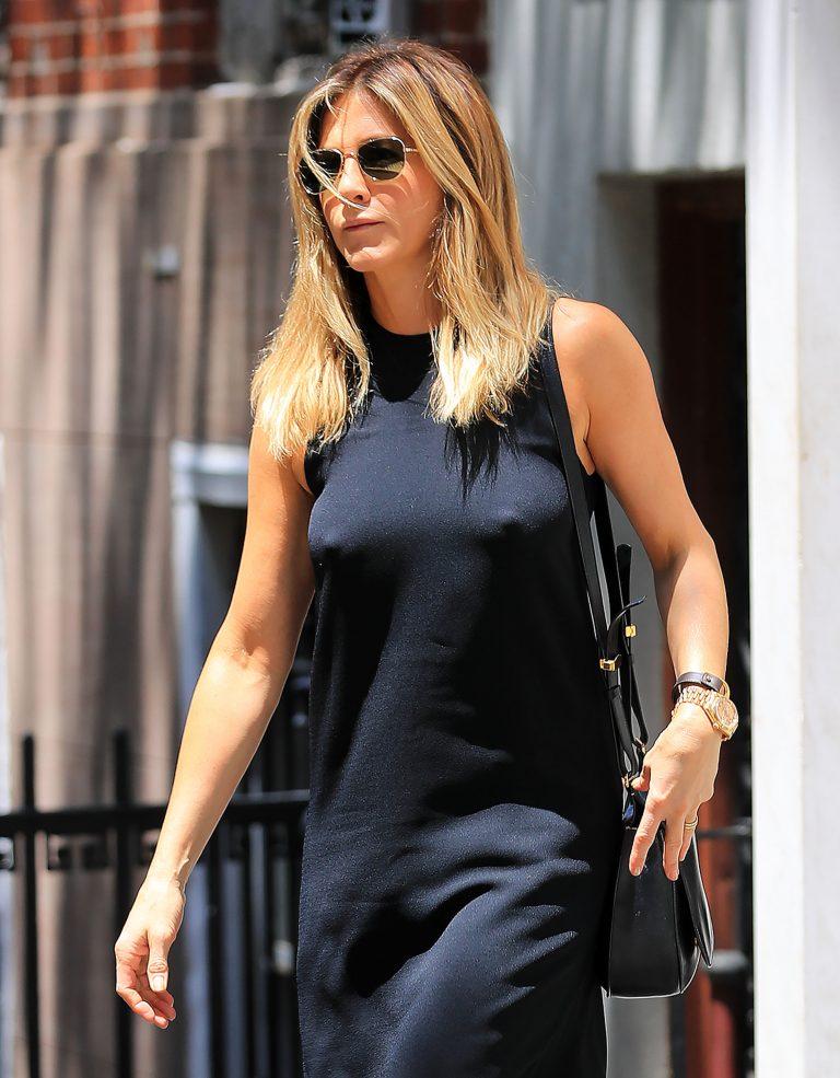 Jennifer Aniston Braless Pokies In New York 02 Celebrity