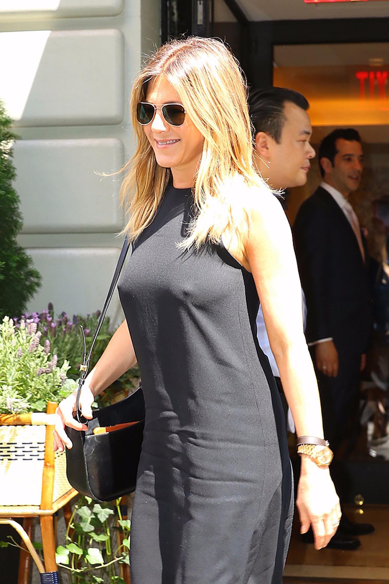 Jennifer Aniston Braless Pokies In New York 14 Celebrity