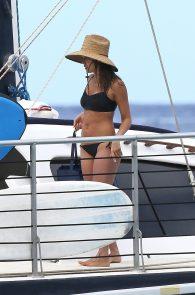 jessica-alba-black-bikini-in-hawaii-08