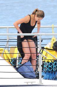 jessica-alba-black-bikini-in-hawaii-11