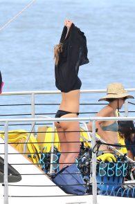 jessica-alba-black-bikini-in-hawaii-12
