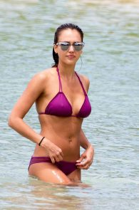 jessica-alba-wet-pokies-bikini-in-hawaii-02